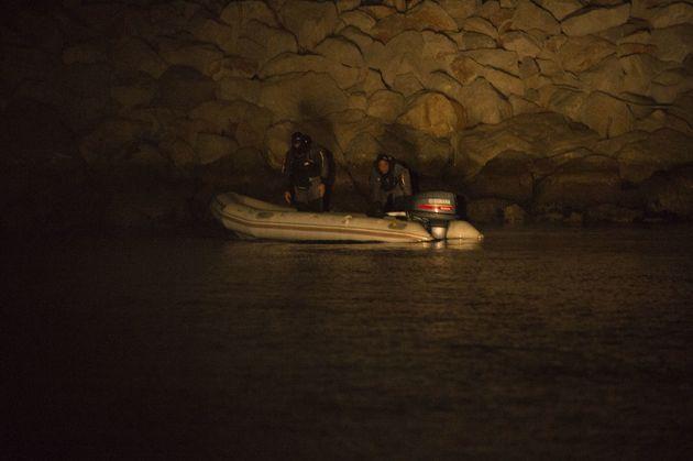 Des trafiquants de drogue dans un bateau pneumatique arrêtés par la police espagnole dans...