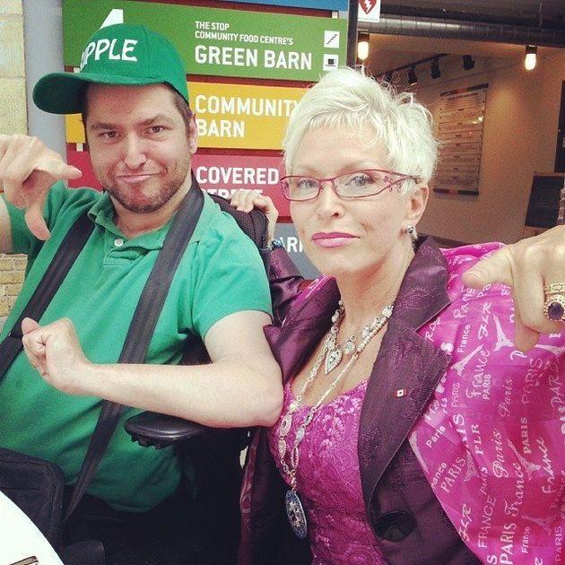 Andrew Gurza e a mãe