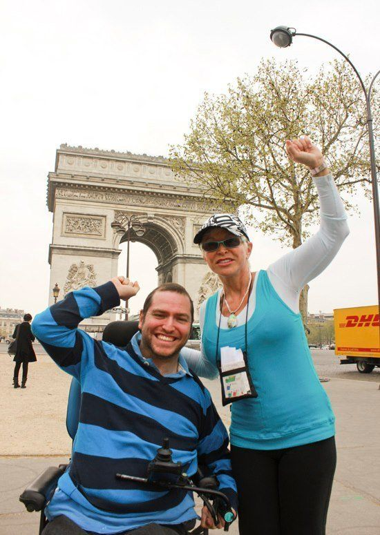 Gurza e sua mãe em Paris em