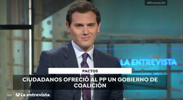 Sandra Golpe (Antena 3) pregunta a Albert Rivera por su relación con Malú (sin preguntarle) y así reacciona