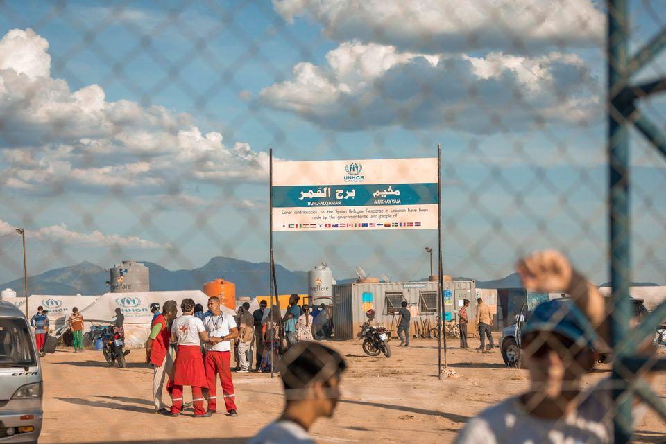 Campo de refugiados cenográfico foi erguido em Santa Cruz, zona oeste do