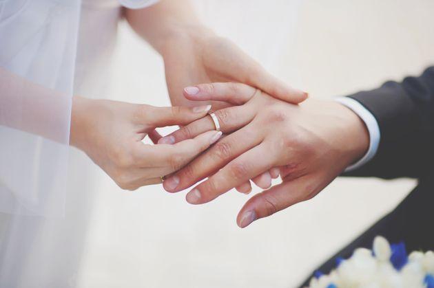 写真は結婚のイメージ