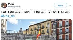 La aplaudida foto de una pareja de lesbianas frente a un puesto de Vox en Valladolid: