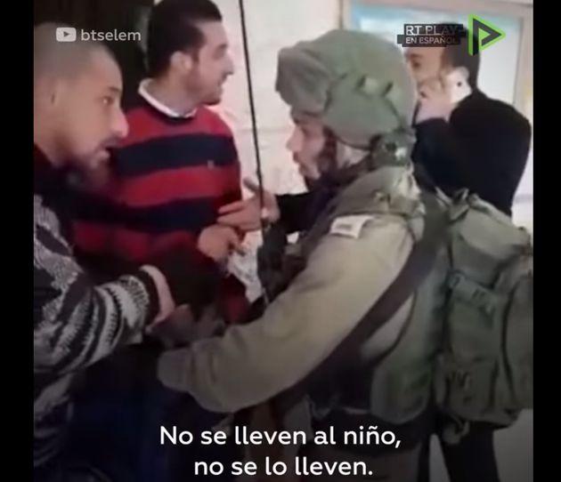 Soldados israelíes entran en una escuela primaria y arrestan a un niño