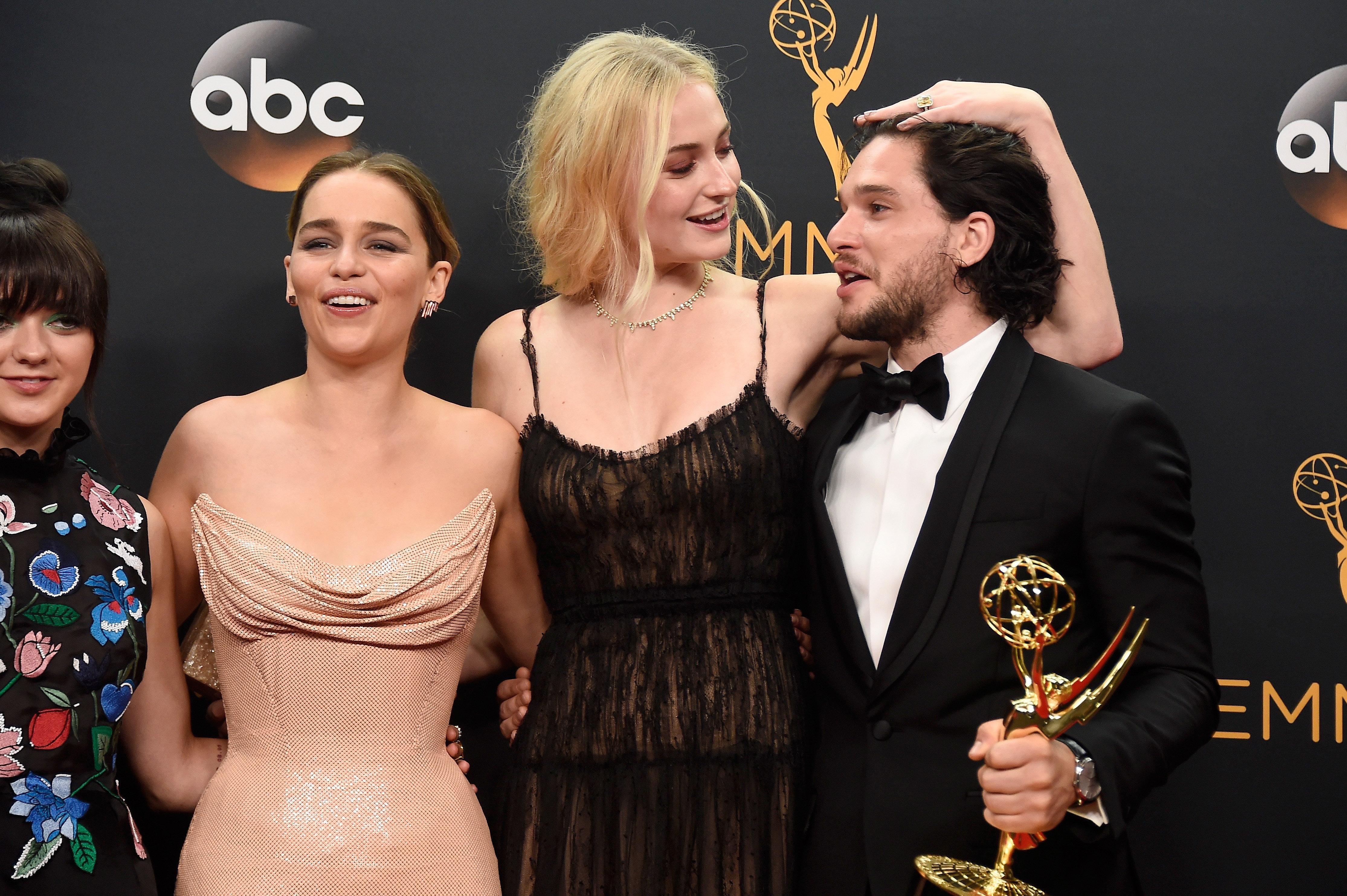 Sophie Turner (Sansa Stark, en 'Juego de Tronos') y Kit Harington (Jon Nieve, en la