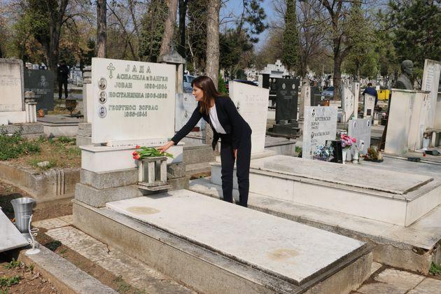 Στον τάφο του Αλέξη Ζορμπά η Μπέττυ