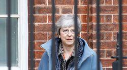 Η Τερέζα Μέι και οι υπουργοί της αναζητούν έξοδο από τον «λαβύρινθο» του