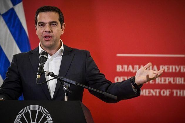 Τσίπρας: «Εμείς εδώ χτίζουμε γέφυρες και γκρεμίζουμε τα