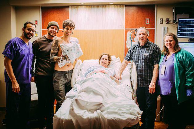Cecile Eledge dio a luz a su nieta el 25 de marzo de