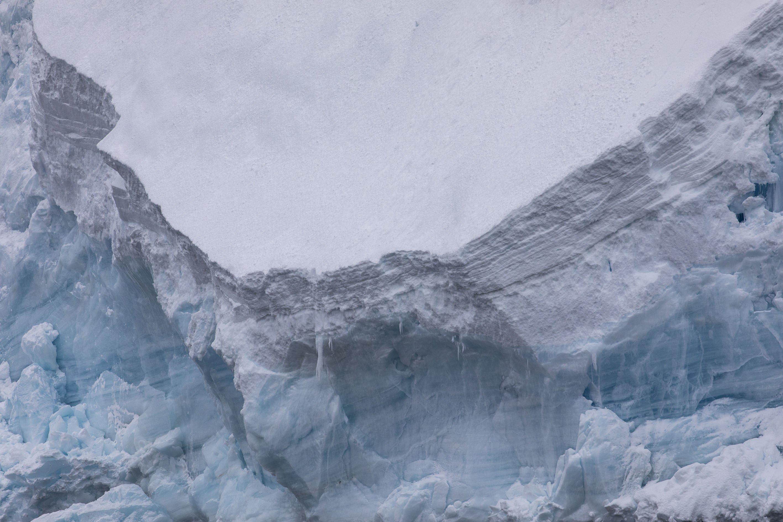 Ισλανδία: Η τρομακτική στιγμή που καταρρέει παγόβουνο γεμάτο