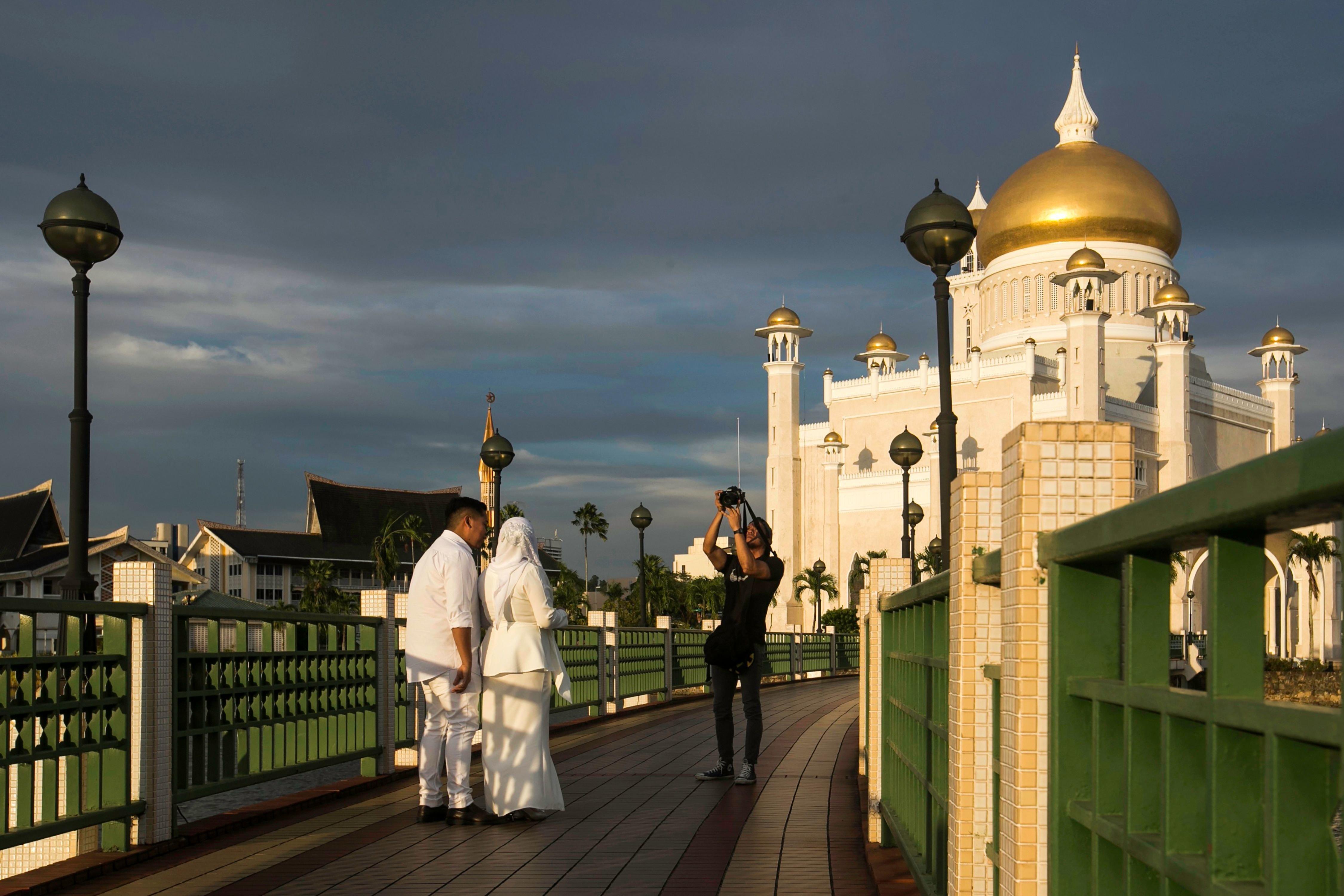 La France appelle Brunei à renoncer à la lapidation des homosexuels et des