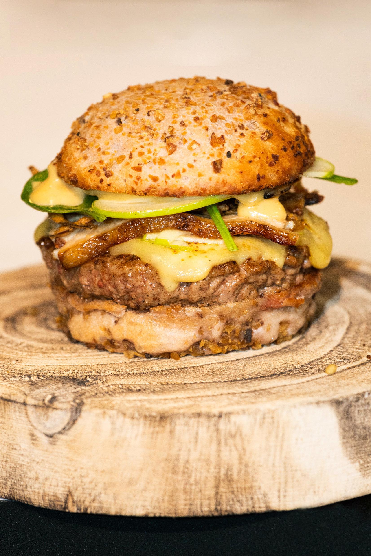 Un burger simple et inratable d'après le champion de France
