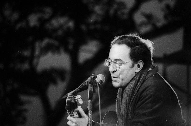 João Gilberto toca ao amanhecer para o público de