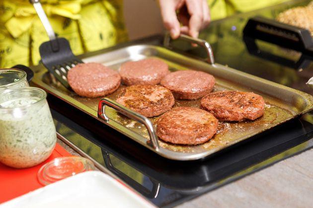 Nestlé lança sua 1ª linha de hambúrgueres