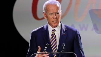 El exvicepresidente estadounidense Joe Biden habla en la entrega del Premio al Valor Biden, el 26 de marzo de 2019 en Nueva York. (AP Foto/Frank Franklin II)