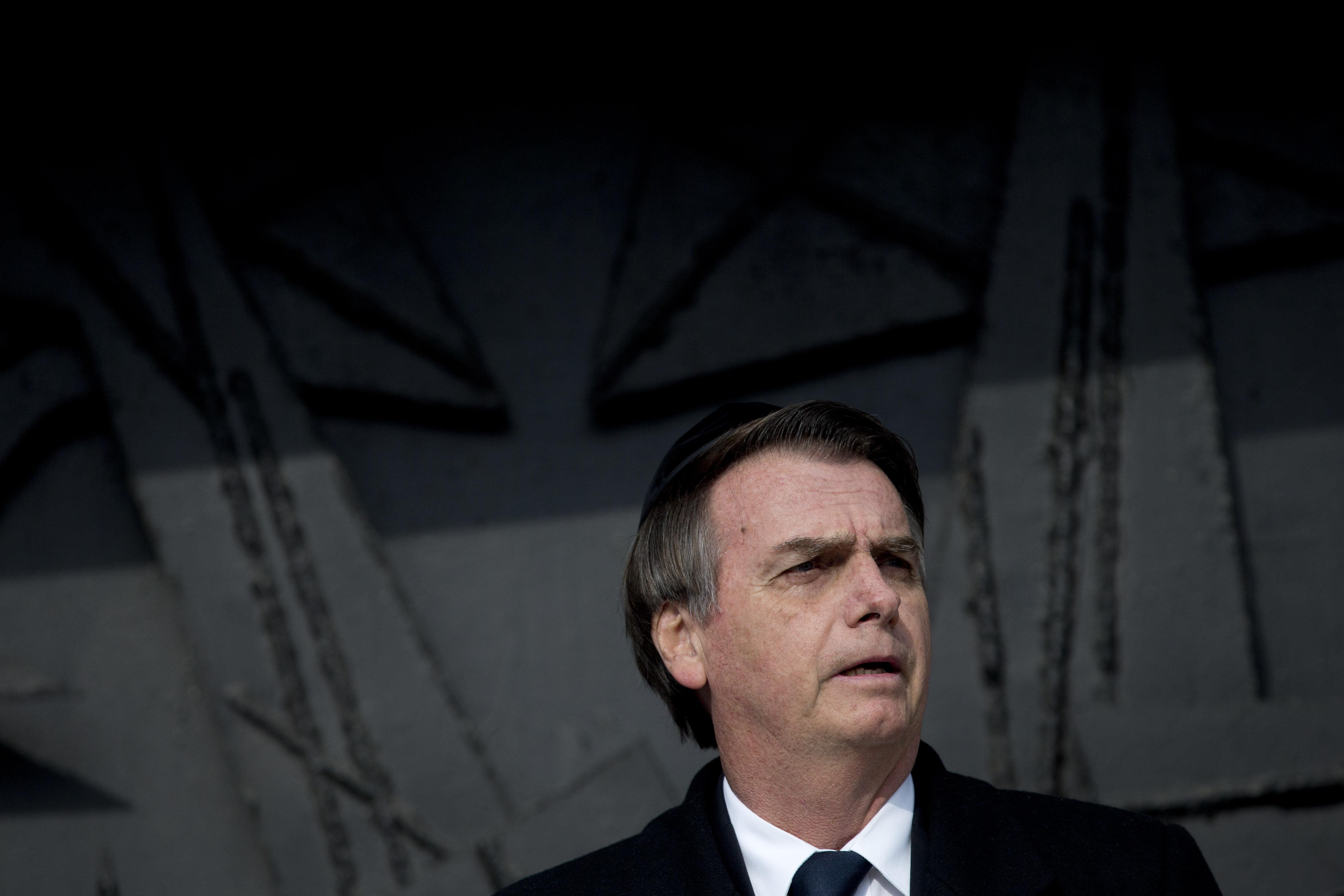 En visite en Israël, Bolsonaro affirme que le nazisme est de