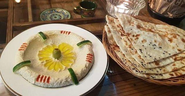 아민이 만든 아랍음식 '훔무스'. 병아리콩을 으깬 무스 형태의
