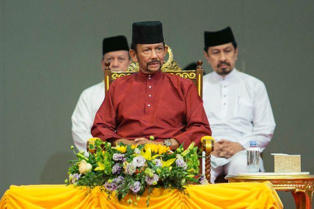 Lapidation des homosexuels à Brunei: le sultan veut renforcer sa légitimité islamique...