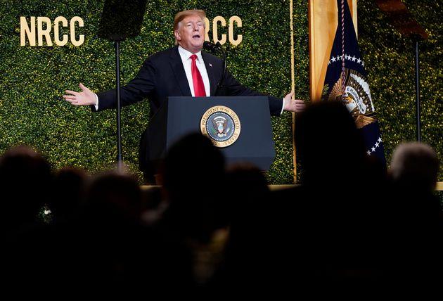 Donald Trump prend la parole lors du dîner de printemps annuel du comité du Congrès...