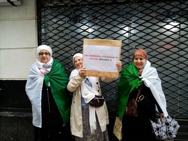 Les femmes manifestent à Alger, le 22 mars