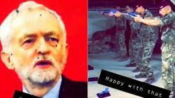 Un grupo de militares disparara a una foto de Jeremy