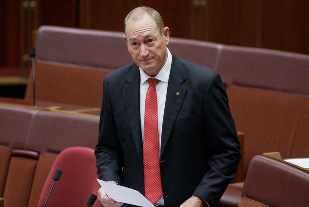 Le sénateur australien Fraser Anning prononce un discours devant le Parlement à Canberra,...