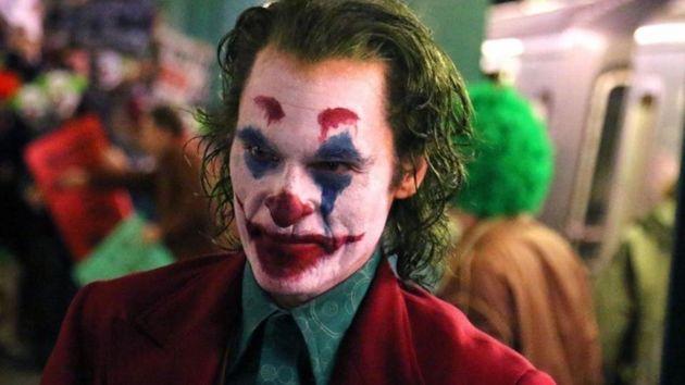 Joaquin Phoenix se junta a Heath Ledger, Jack Nicholson, Cesar Romero e Mark Hamill na lista de mais...