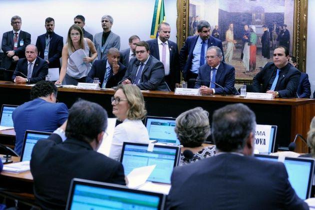 Ministro Paulo Guedes citou diferença de R$ 28 mil como média de aposentadoria de parlamentares...