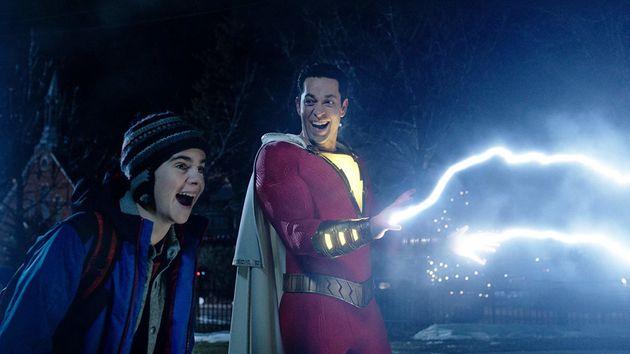 Zachary Levi, como Shazam, e o sonho de qualquer adolescente: virar