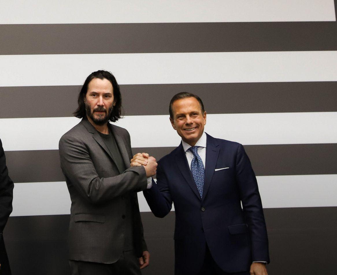 Keanu Reeves e João Doria, o encontro mais aleatório que você vai ver