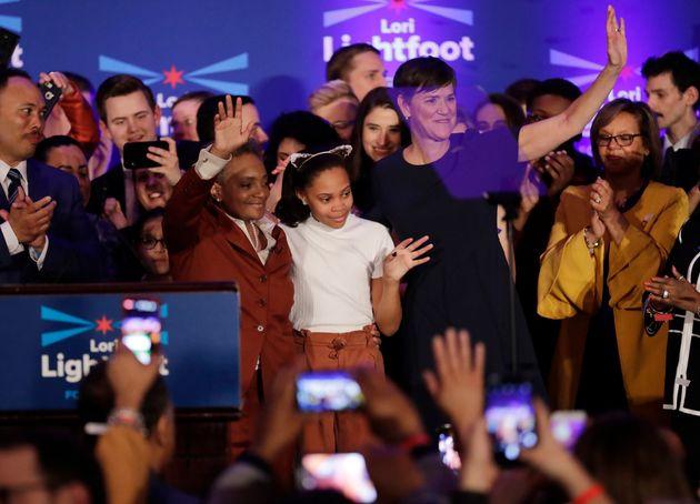 Ao lado de sua esposa Amy Eshleman, e a filha de dez anos, Victoria, Lightfoot fez um discurso