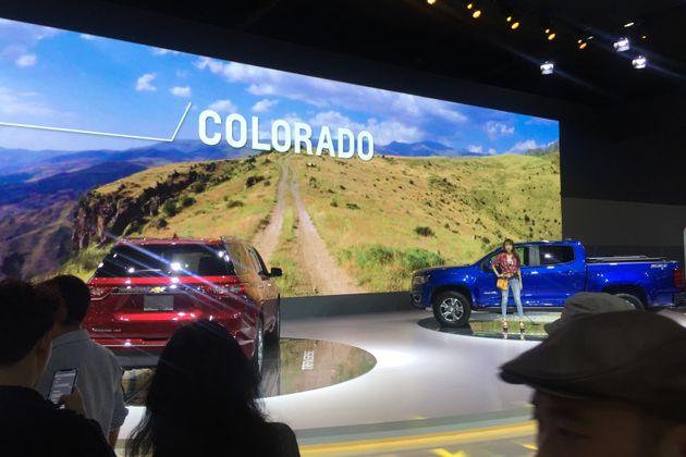 GM 부스도 센터 스테이지는 대형 디젤 SUV와 디젤 트럭이 차지하고