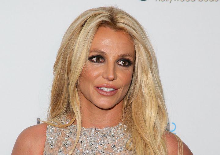 """Britney Spears souffre de """"détresse émotionnelle"""", notamment en raison des multiples hospitalisations de son père Jamie."""