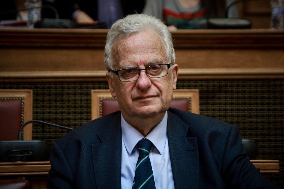 Παραίτηση με αιχμές του προέδρου της Επιτροπής για τα Δικαιώματα του