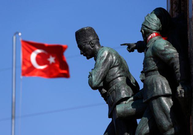 Τουρκία: οι «πολιτικές αφ' υψηλού» ενός δήθεν «παλαιστή βαρέων