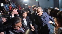 """Carlos Ghosn à nouveau interpellé à Tokyo, il dénonce une arrestation """"révoltante et"""