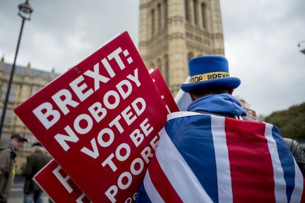 영국 메이 총리가 2차 브렉시트 국민투표 옵션을 검토중이라고