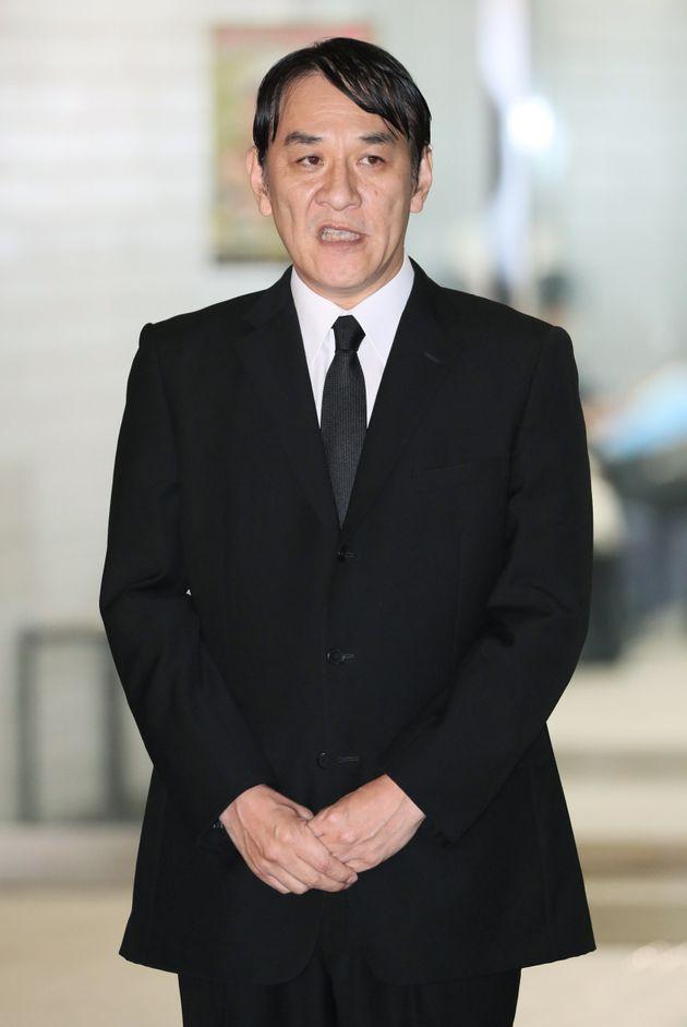 保釈され、謝罪するピエール瀧被告=4月4日午後、東京都江東区の警視庁東京湾岸署