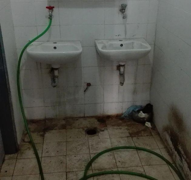 Οι τουαλέτες στο Αστυνομικό...