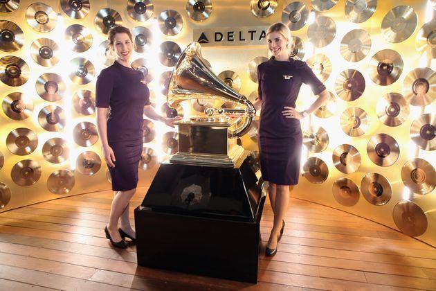 Αεροσυνοδοί της Delta διαμαρτύρονται για τις νέες τους