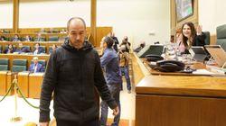 Bronca en el Parlamento Vasco después que Bildu compare con