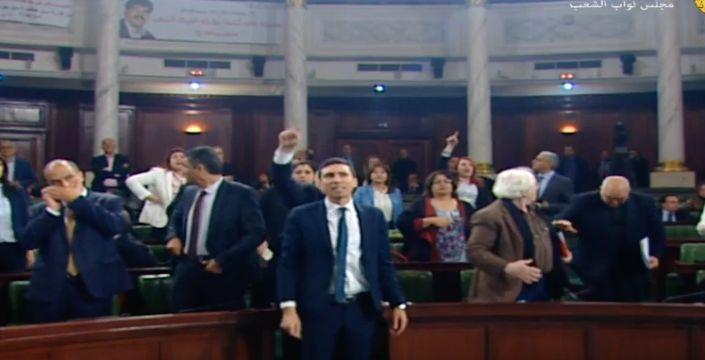 Chahut et pagaille au parlement: Youssef Chahed quitte