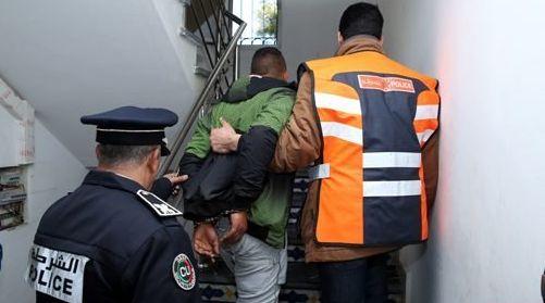 Trois personnes extorquent 1.300.000 dirhams à un commerçant en se faisant passer pour des