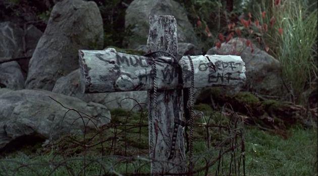 Dans l'ouverture du film de 1989, il est possible de distinguer un clin d'œil à