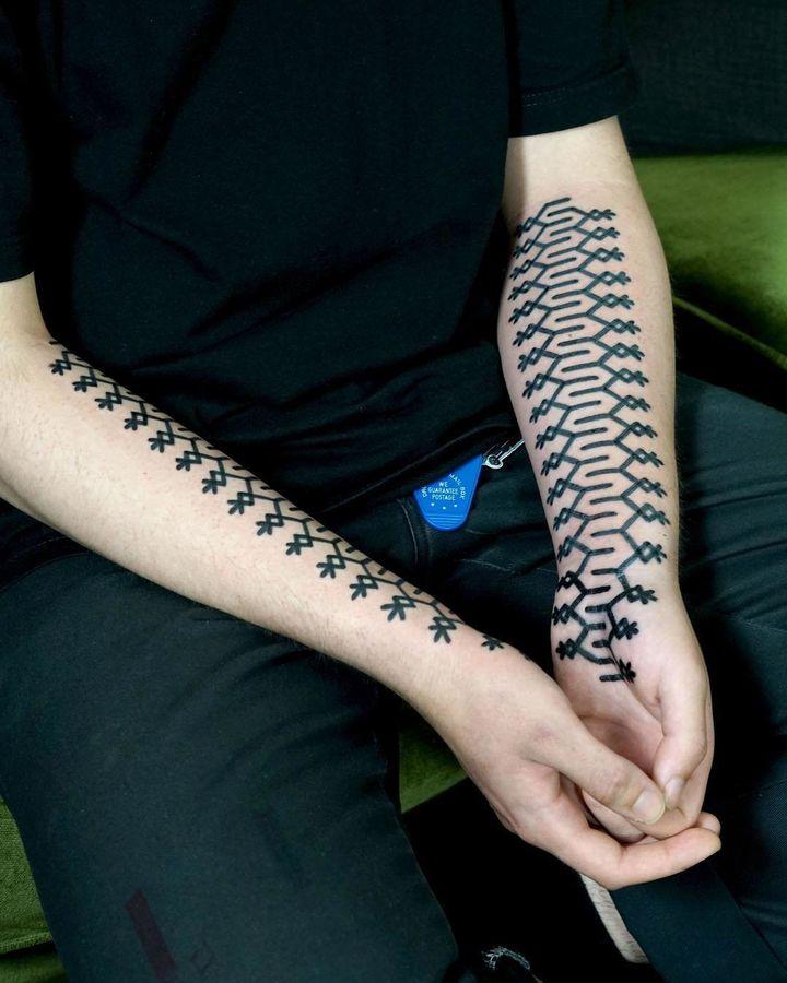 A self-harm scar tattoo by Polinsky.