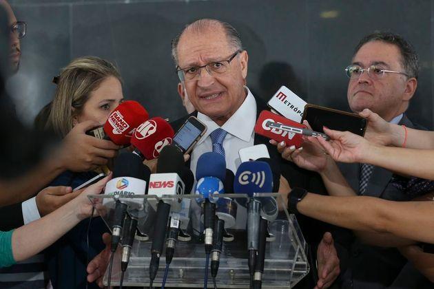 O presidente do PSDB, Geraldo Alckmin, reforçou que a sigla é contra a redução...