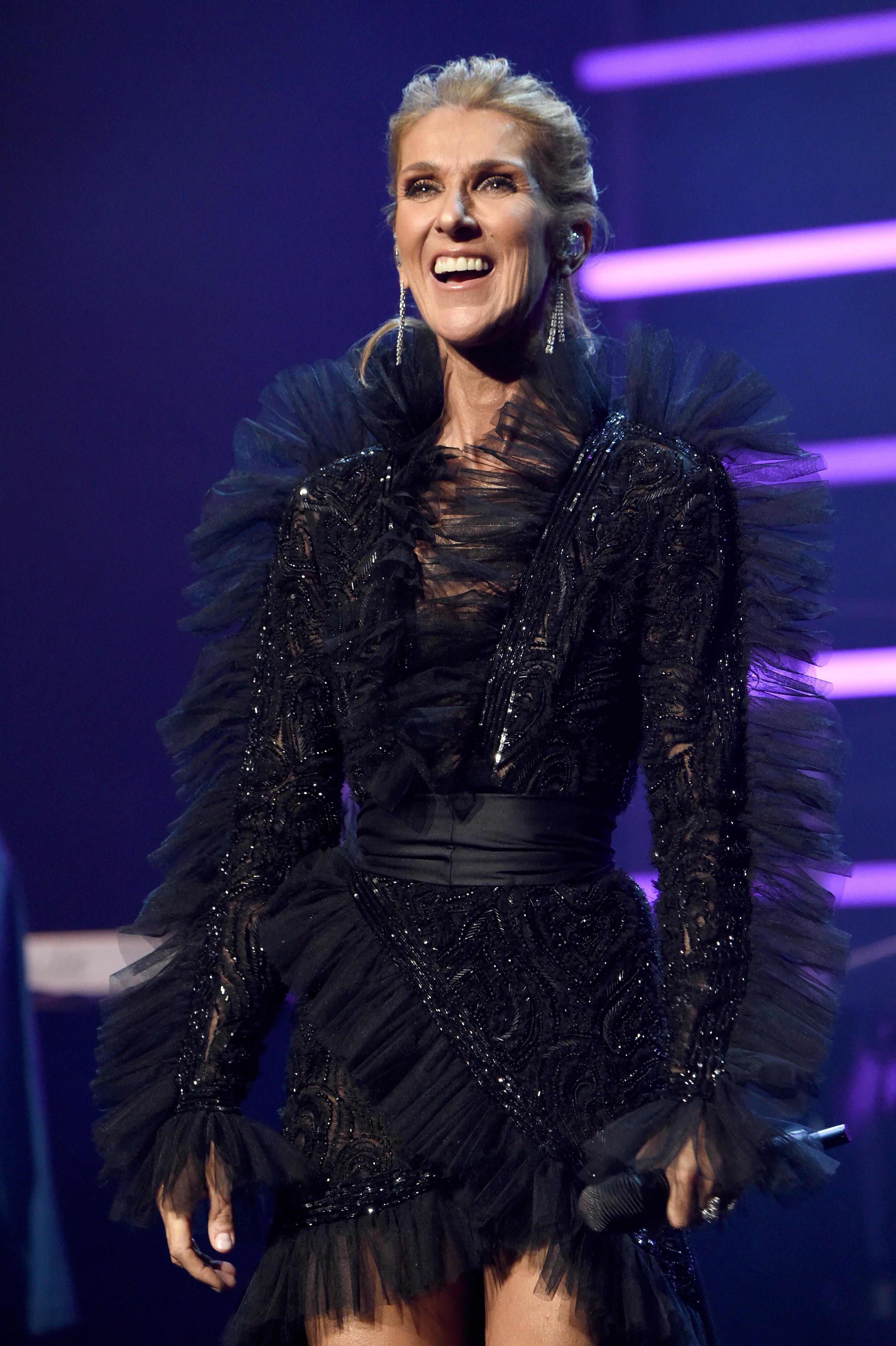 Céline Dion anuncia turnê mundial e novo disco