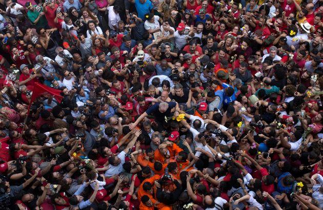Lula, pouco antes de sua prisão, em abril de 2018. Apoiadores e militância compareceram...
