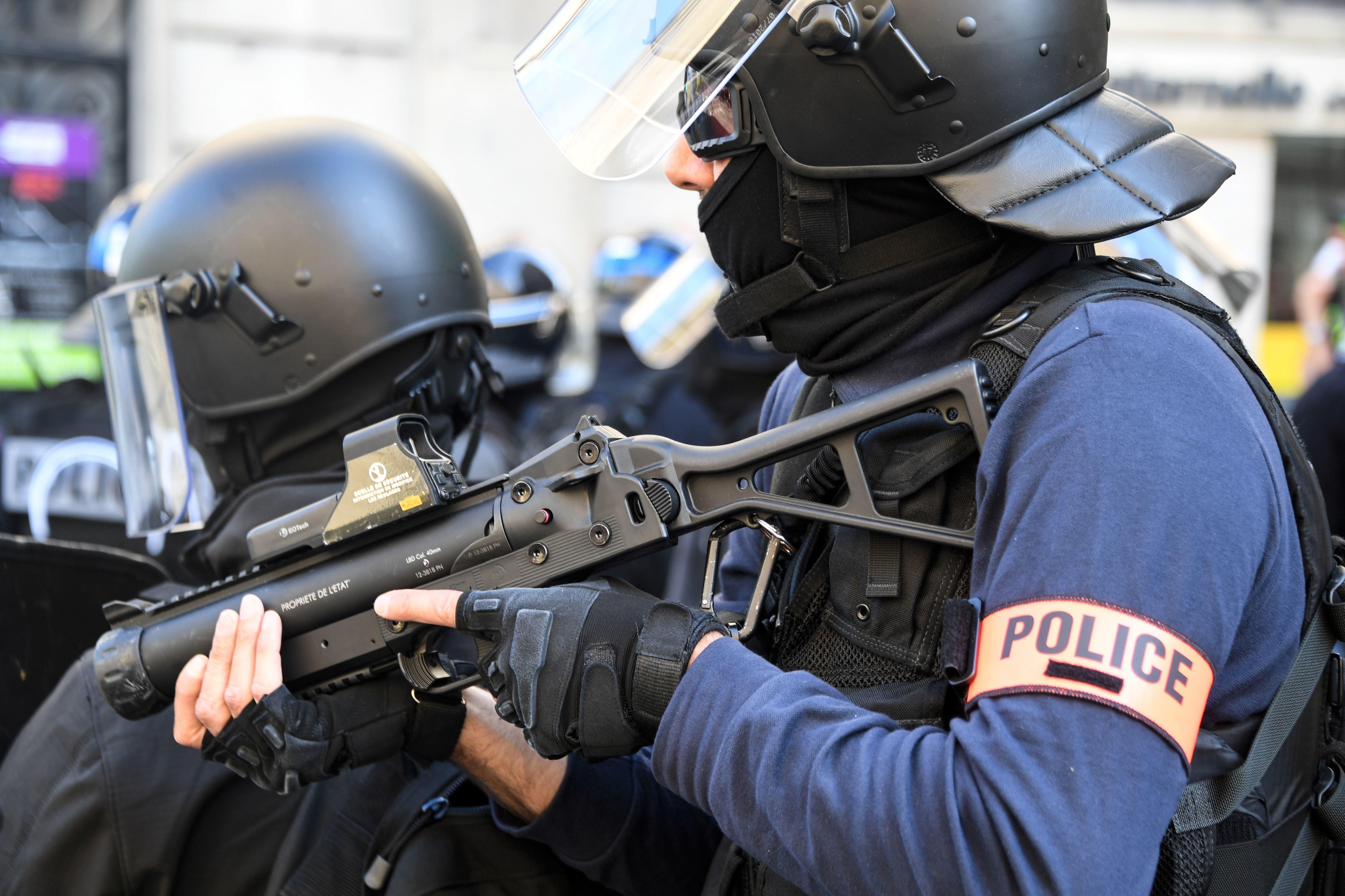 Un policier d'Orléans visé par une enquête après un tir de LBD sur un