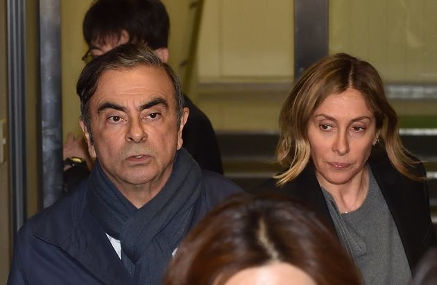 ゴーン被告(左)と妻のキャロルさん(右)